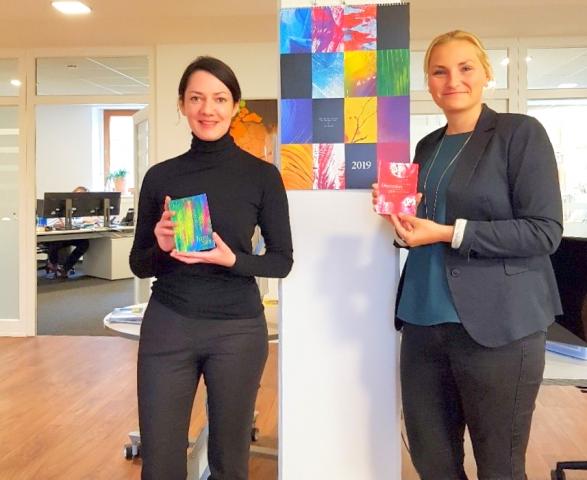 Andrea Baumstark, Art Direktorin und Herausgeberin der Kinderkunstkalender,  Melanie Wilhelm Marketing der Stadtwerke MüllheimStaufen